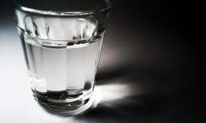 Какой водой правильно разбавлять самогон